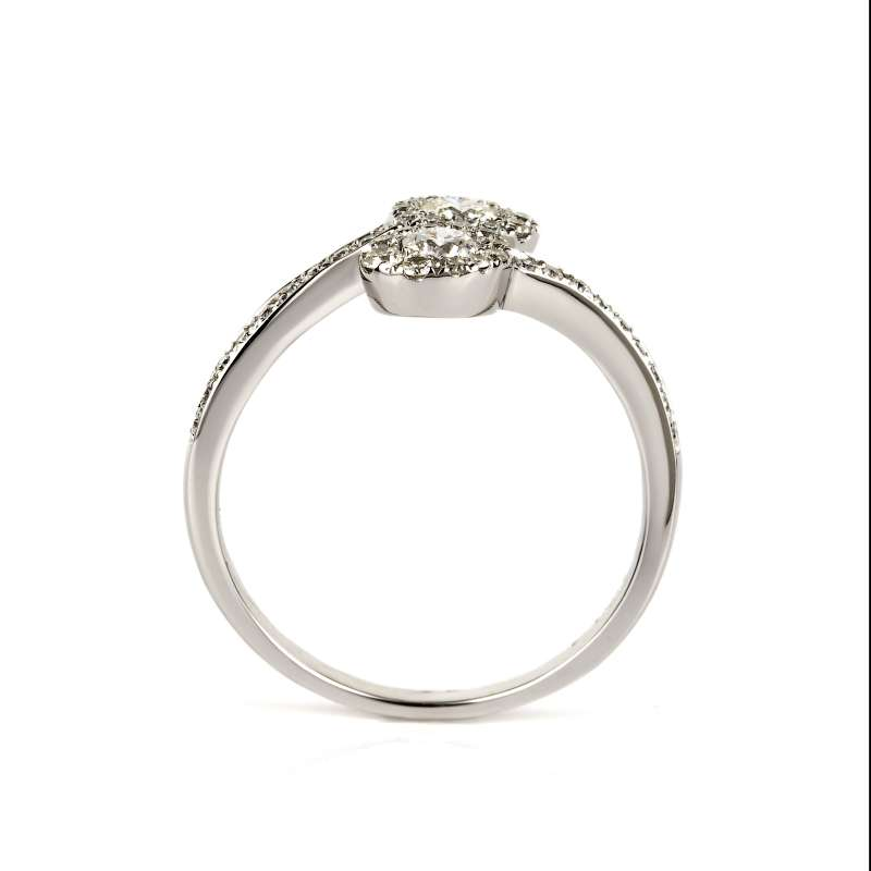 18k White Gold Diamond Oval Crossover Design Ring 0.62ct Total
